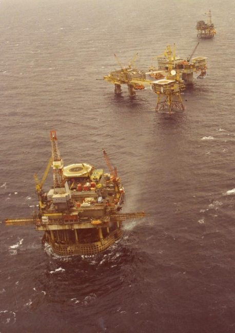 Frigg gas platform with Borgland Dolphin drill rig